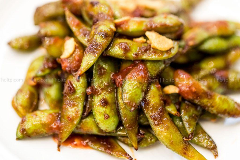 Appetizer Edamame with Garlic Sauce